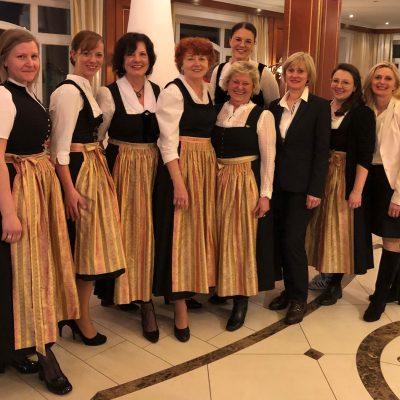 1. Reihe von links nach rechts: Steffie Hertel, Karin Rankl, Ursula Fischer, Gunda Rankl, Anneliese Hertel, Barbara Kreilinger, Franziska Hoft, Anita Schedel (2. Reihe) Katrin Vogl